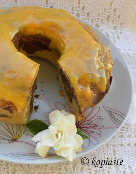 Marbled Arbaroriza Cake with Scented Geranium and Apricot Glaze / Κέικ Μαρμπρέ Αρμπαρόριζας με Γλάσο Βερίκοκου